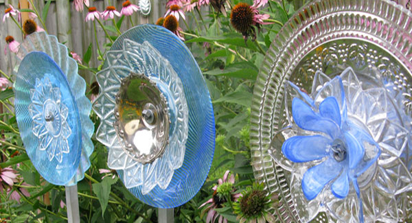 garden flower art with glass dishes- DIYscoop.com