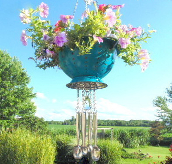 strainer hanging basket with chimes