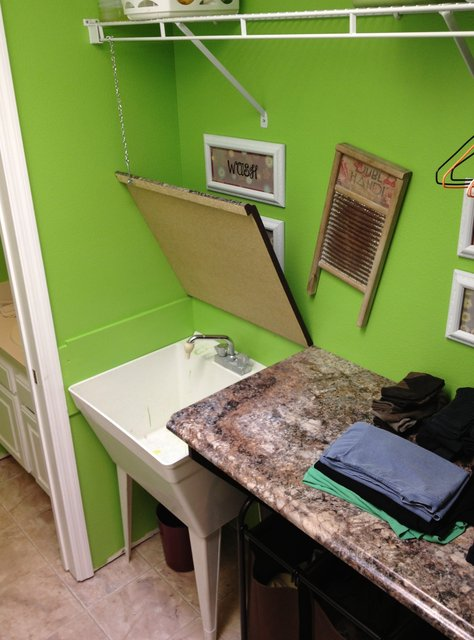 A Clever Counter Over The Utility Sink Diy Diy Scoop
