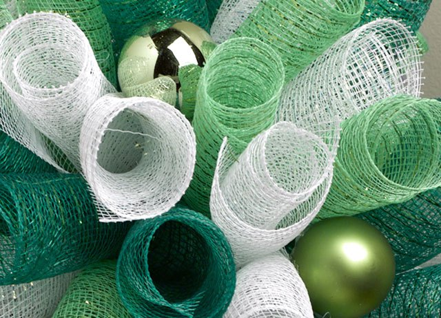 balls-in-deco-mesh