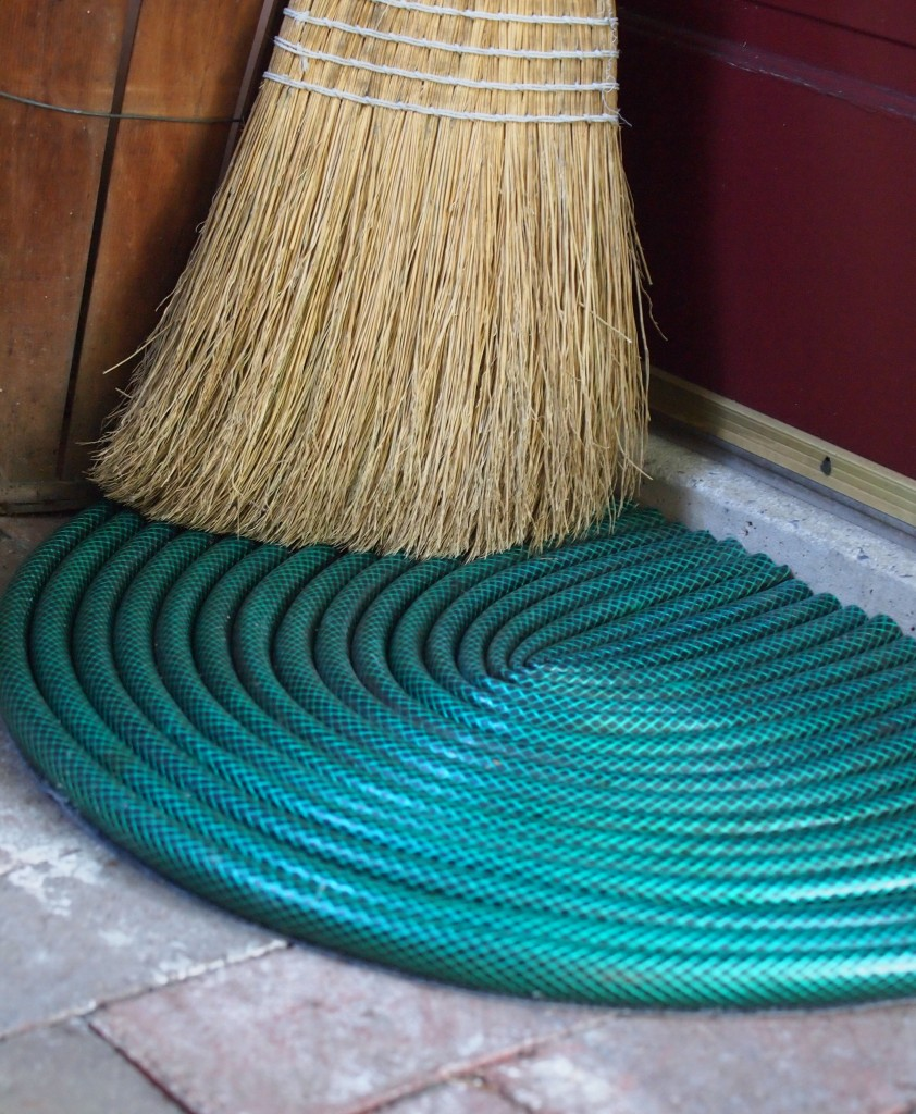 13 Things To Do With An Old Water Hose Diy Scoop