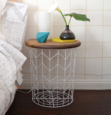 side table from wire basket- DIYscoop.com