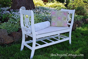 Bench made from old chairs - DIYscoop.com