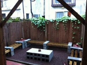 cinder block outdoor seating- DIYscoop.com