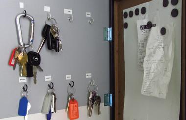 hidden key holder open - DIYscoop.com
