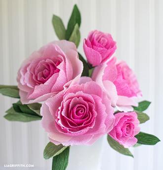 crepe paper rose bouquet- DIYscoop.com