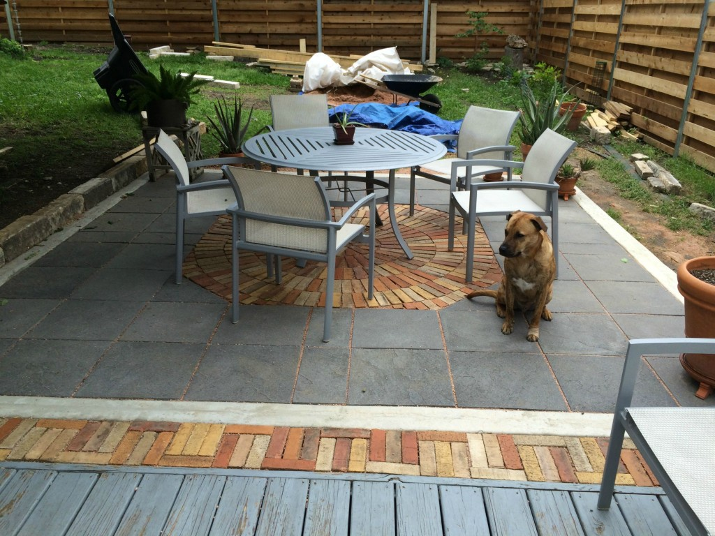 patio makeover- DIYscoop.com