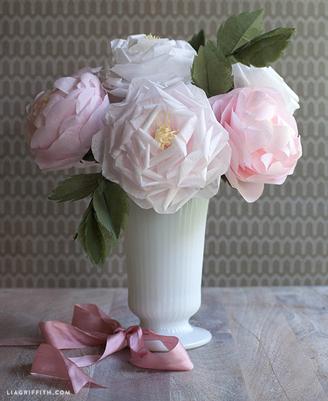 tissue paper rose bouquet- DIYscoop.com